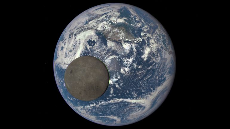 201508_dark-side-of-moon.jpg