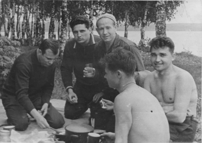 Yuri_Gagarin_in_Dolgoprudny_2.jpg