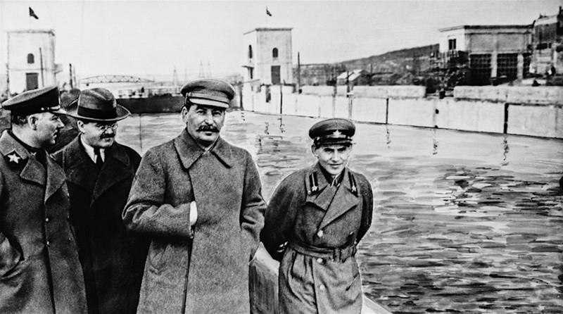 201606_1937-04-22-shlyuz-3-voroshilov-molotov-stalin-ezhov.jpg