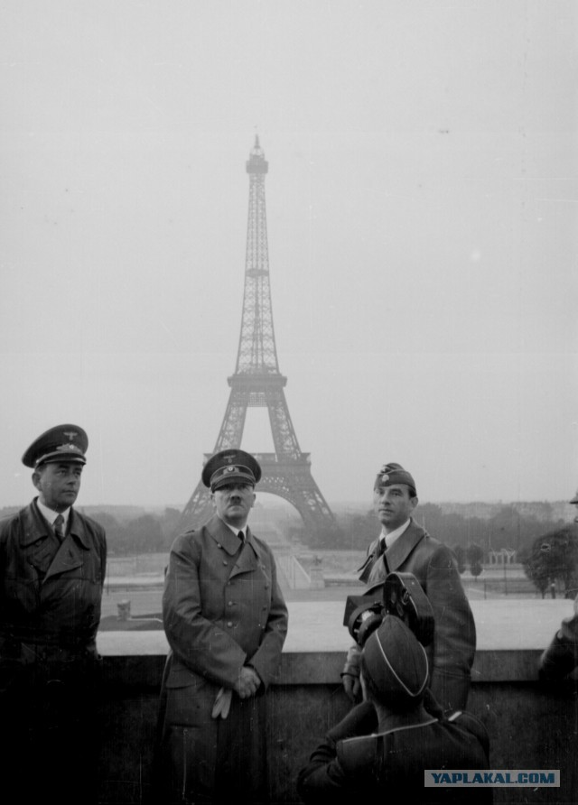 201606_paris_hitler.jpg