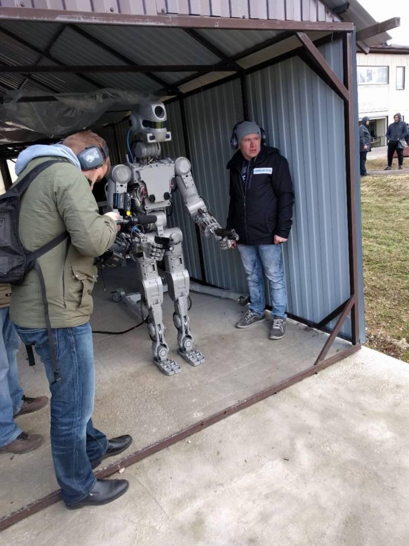 201704_robot_fedor.jpg