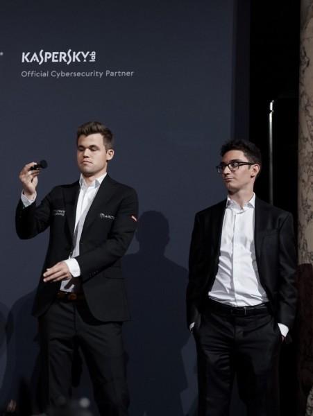 201811_Carlsen-Caruana-451x600.jpg