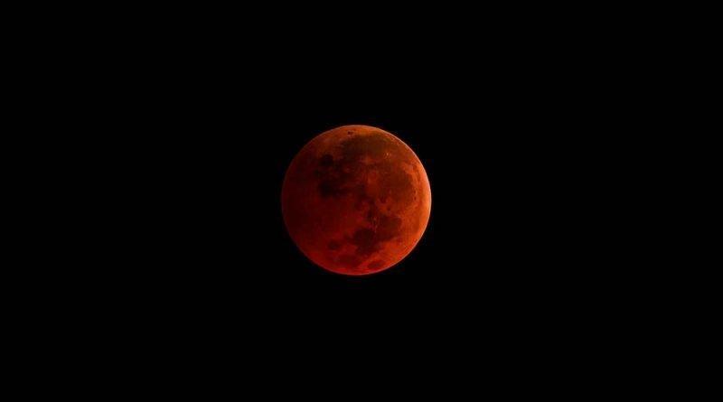 201812_red_moon_2019.jpg