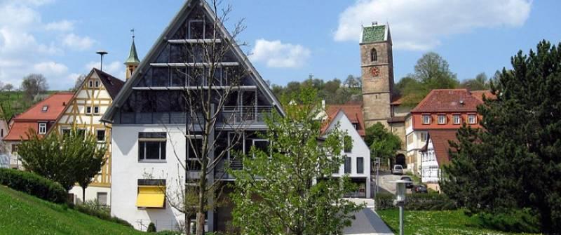 201902_Neckartailfingen_Rathaus_und_Kirche.jpg