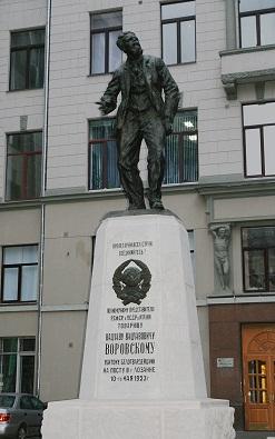 201906_Vorovskoy_statues.jpg