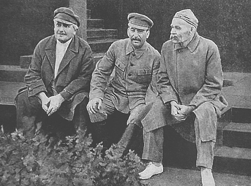 2020-Avel_Enukidze_Joseph_Stalin_and_Maxim_Gorky_Red_Square_1931.jpg