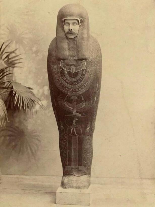 2020_franz_ferdinand_mummy.jpg