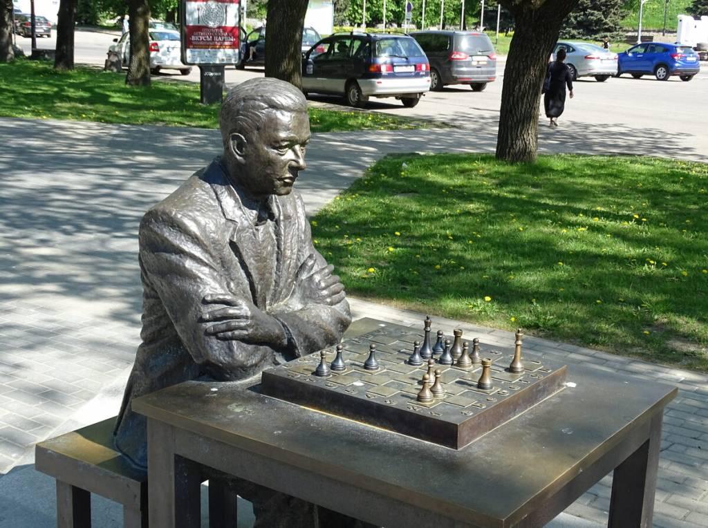 2021_Narva_Statue_Paul_Keres.jpg