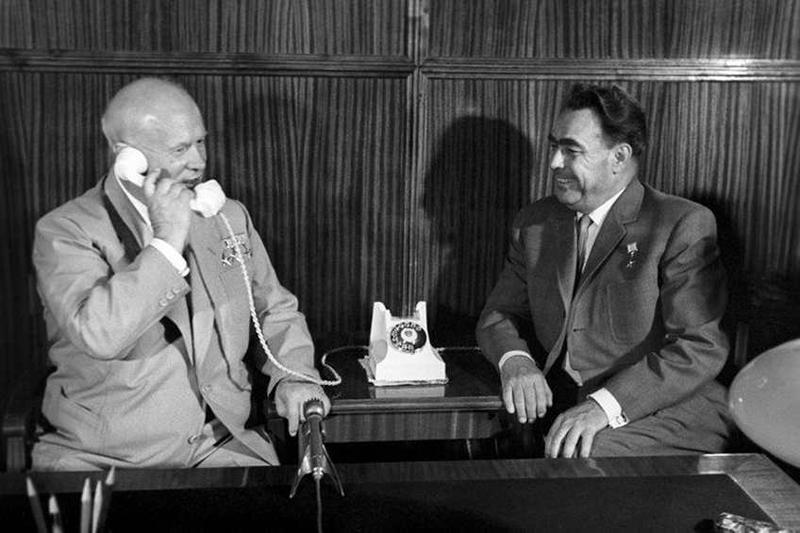 2021_Nikita-Hrushhev-Leonid-Brezhnev-1962.jpg