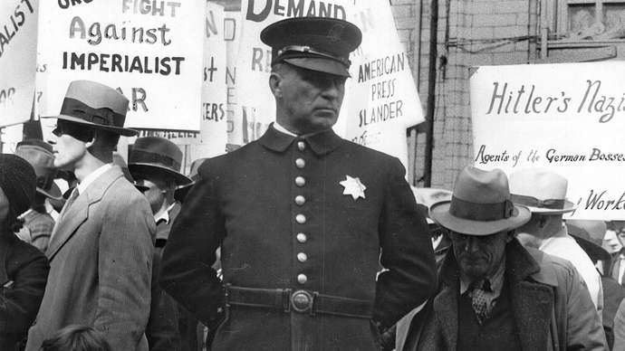 2021_Policeman-photograph-Street-Meeting-San-Francisco-California-1936.jpg