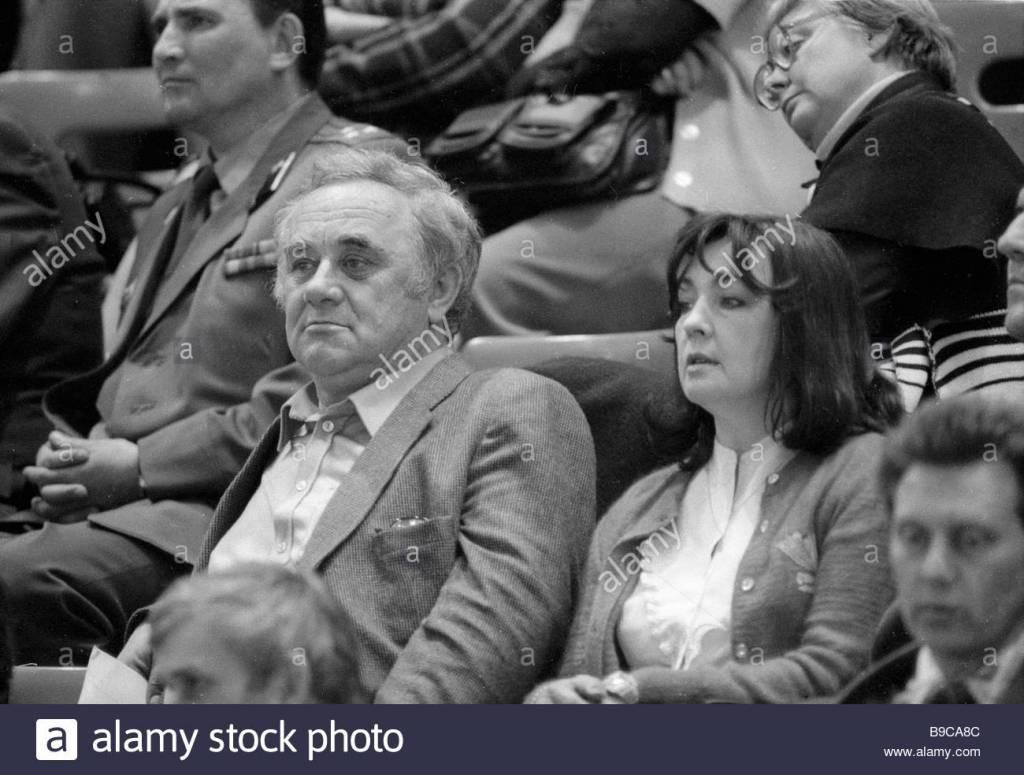 international-chess-grandmaster-efim-geller-left-among-the-audience-B9CA8C.jpg